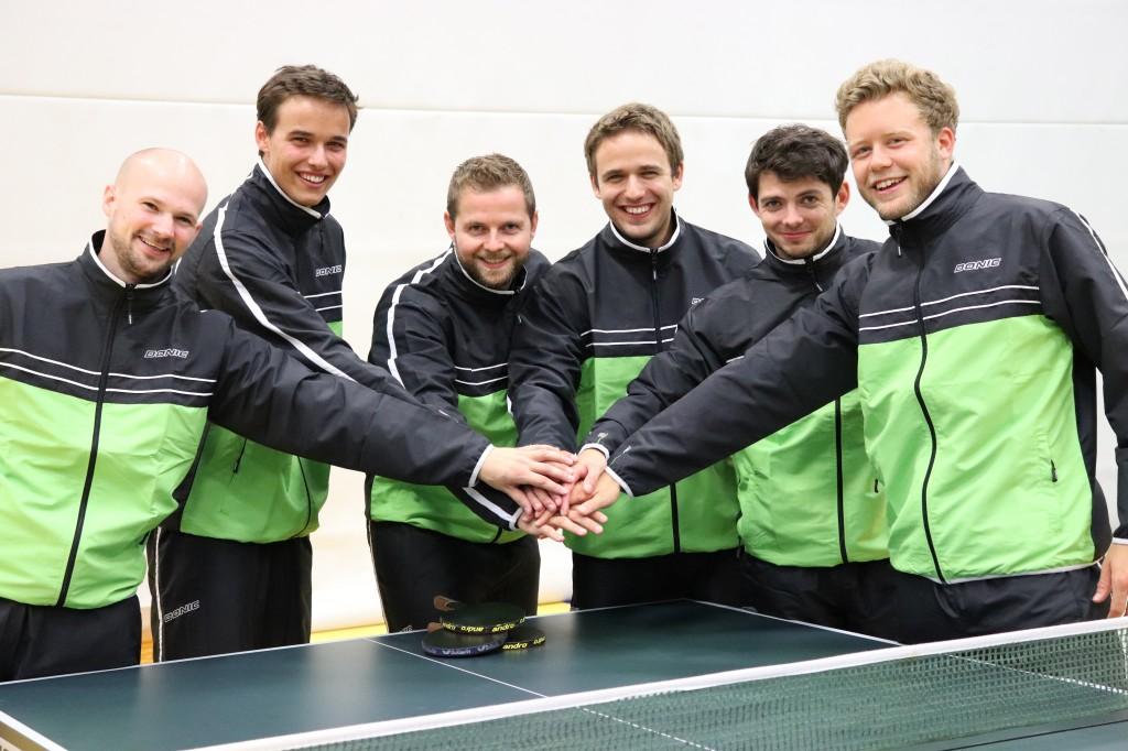 Teamfoto Anzug Hände zusammen (2)